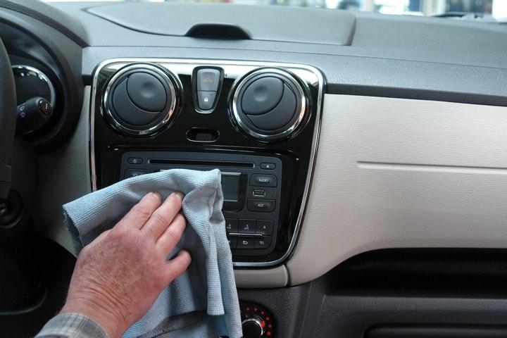 Auto Kunststoffpflege und Kunststoff Reinigung