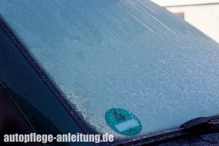 Wann entsteht Eis auf der Autoscheibe
