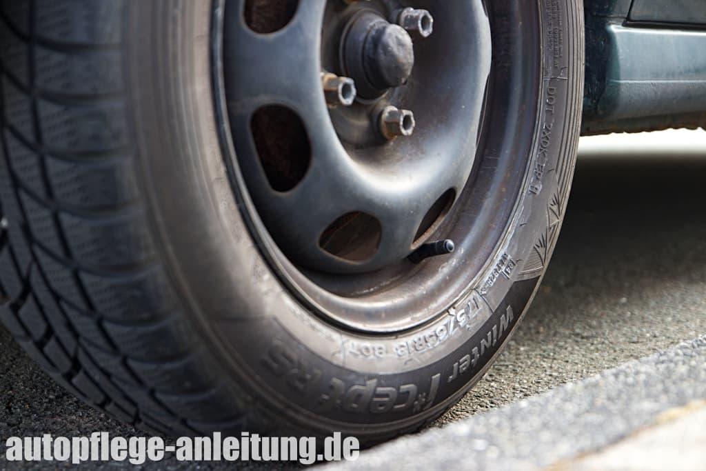 Autoreifen verliert Luft - Ursachen und Reparatur